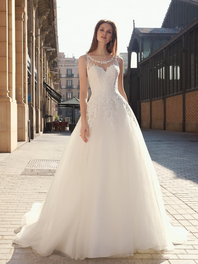 Vestido romántico para novia de Fara Sposa