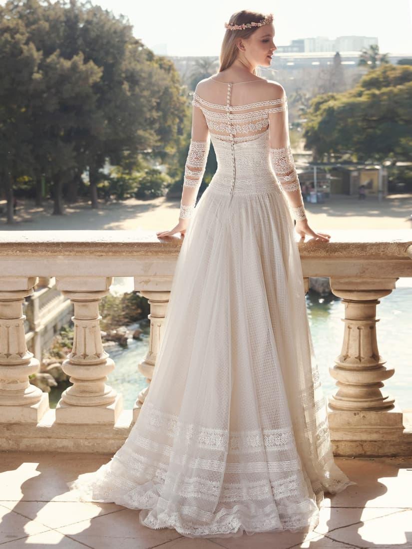 Espalda de un vestido novia con detalles románticos by Fara Sposa
