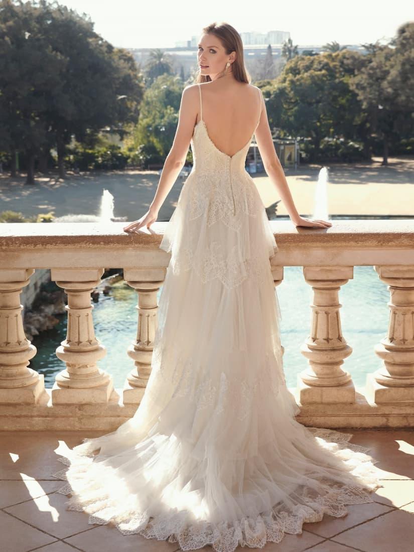Espalda con tirantes de un vestido novia romántico by Fara Sposa