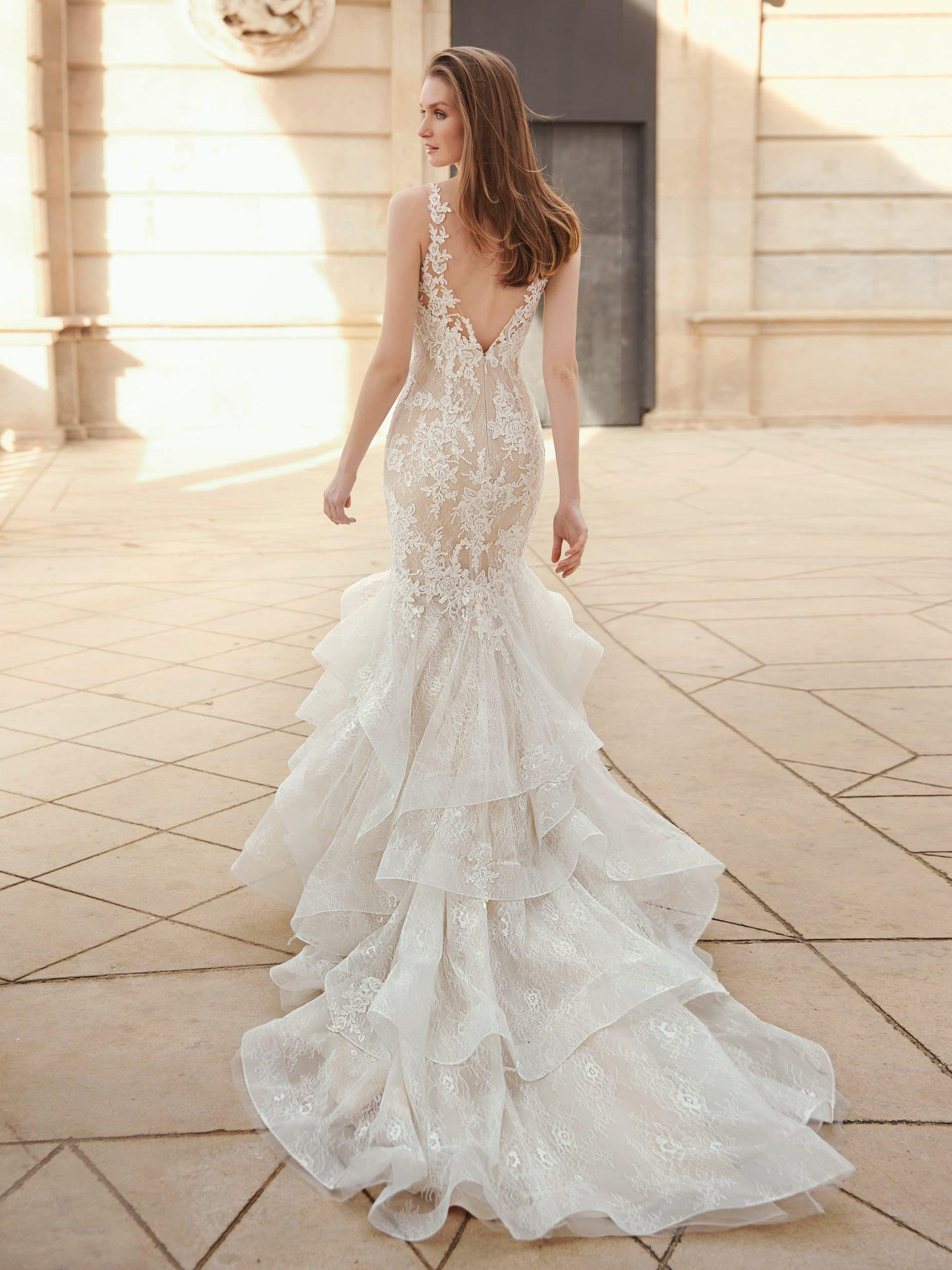 Espalda de un vestido de novia romántico de Fara Sposa